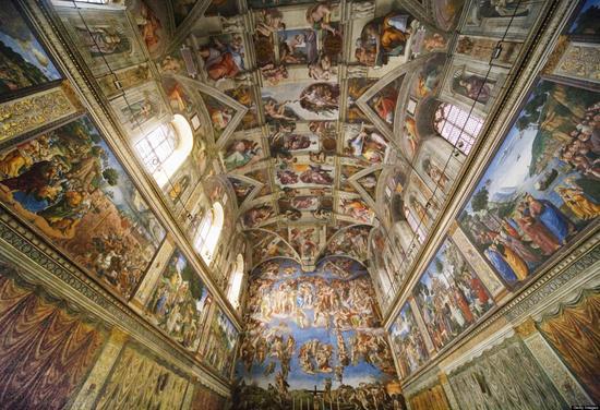 米开朗基罗,西斯廷教堂的天顶(1508 - 1512) 图片:via Getty Images