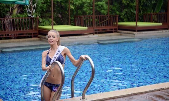 俄罗斯选手在集结地泳池