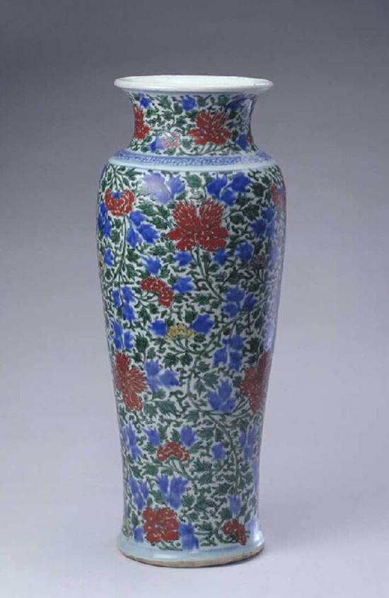 清順治五彩纏枝牡丹紋尊北京故宮博物院藏