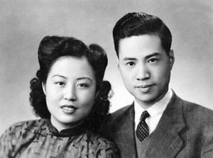 1941年4月8日,蒋思豫与徐敏蕾在衡阳乐园大酒店结为伉俪,宋美龄作婚姻介绍人与证婚人。(资料照片)记者刘波翻拍