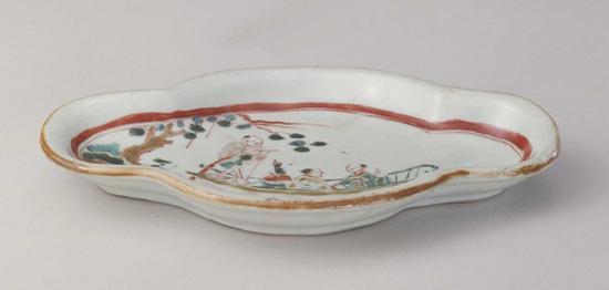 明天啟五彩人物紋海棠式盤北京故宮博物院藏