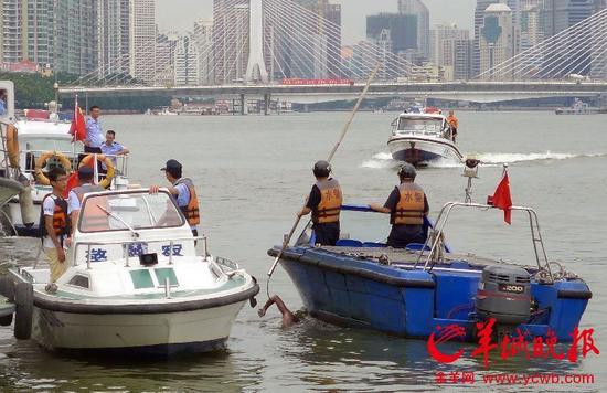 中大游艇会码头间惊现男尸 疑为野泳溺水者
