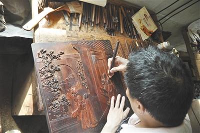 紫檀因为静穆古雅的气质成为王室贵族钟爱的材料。资料图片