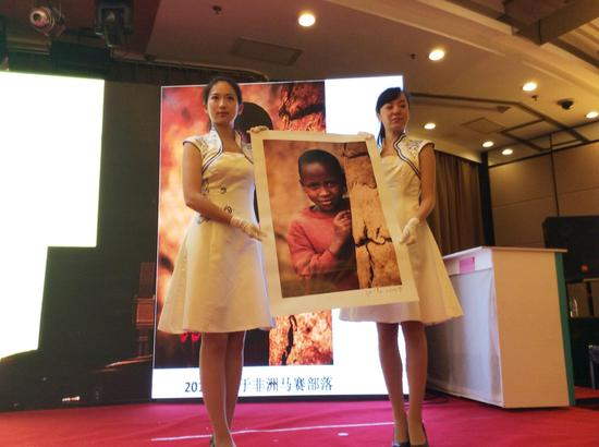 3江一燕捐赠的摄影作品《马赛女孩》以5000元落槌