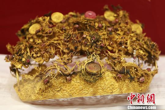 中國古代女性所用黃金頭冠。泱波 攝