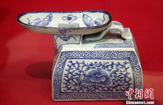 中國古代女性所用夜壺。泱波 攝