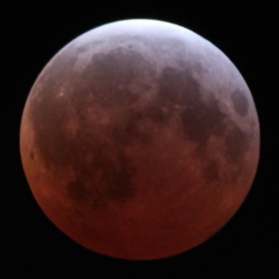 月全食时,红月亮