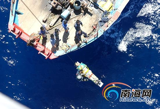 7月30日下午,交通运输部南海第一救助飞行队成功救助受伤渔民。(通讯员陈钿琴摄)