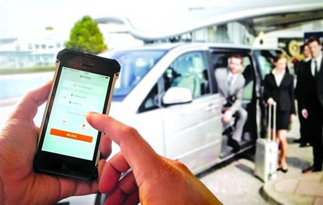 """最近上海专车软件市场进入""""严打期"""",有外地司机却顶风而上来沪""""淘金""""。"""