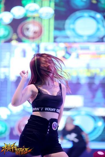蕾丝诱惑 《横行冒险王》美女舞团引爆cj图片