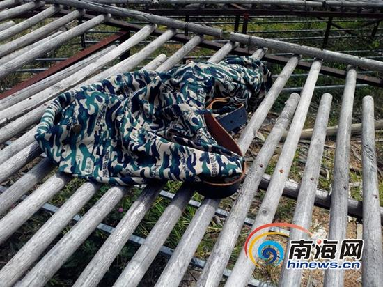 死者遗留下的衣物(南海网记者刘培远摄)