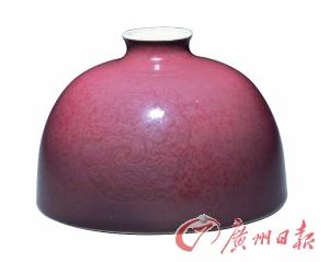 豇豆红釉团螭纹太白尊