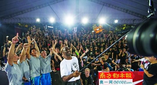 NBA球星科比中国行来穗 称退役容易放弃挑战