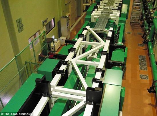 328英尺(100米)长的激光器。该激光器主要通过将能量集中在1皮秒(兆分之一秒)内发射出去,从而能够释放巨大的能量。