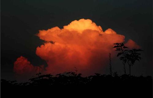 """乐山多地天空惊现""""蘑菇云"""""""