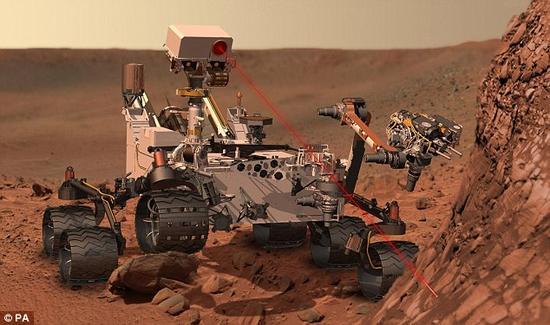 """在""""好奇""""号开始深入勘查该高含量硅氧岩之前,火星车一直忙于详细查探""""玛丽亚关口""""附近的地质接触带,因为那里存有浅色泥岩与深色砂岩。"""
