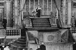 日本天皇罕见敲打安倍 70周年谈话或有大让步