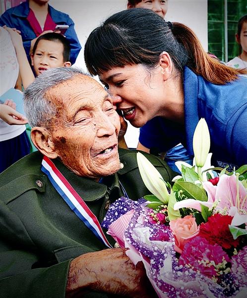 广西抗战老兵过百岁寿诞 曾任李宗仁警卫团班长