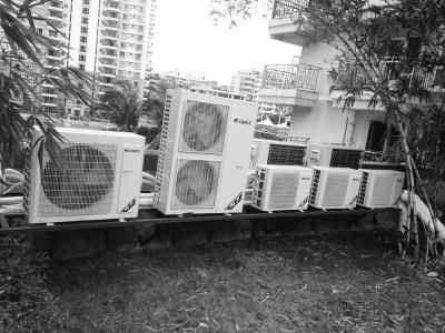 空调外机紧挨在一起