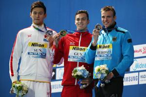 世锦赛孙杨200自摘银 英国选手0.06秒优势夺冠