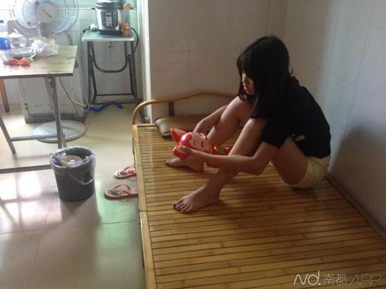 性爱把玩小女孩_新闻频道 社会 > 正文    南都讯 记者刘颖 年仅13岁的小女孩竟然进行