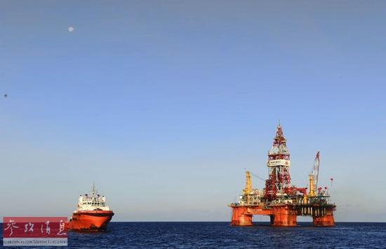 """资料图片:2012年5月9日拍摄的""""海洋石油981""""。新华社记者金良快摄"""