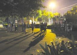 市民在南沙路文化园健身