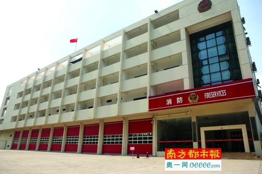 涉事的大运城特勤消防中队大楼,今朝处于失常办公形态。南都记者 赵炎雄 摄