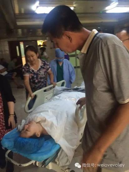 杨方旭预备进手术室