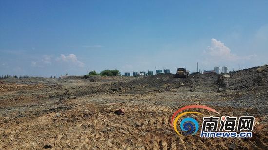 澄迈红树湾项目垃圾堆积的建筑垃圾已经被清理干净。(南海网记者 李晓梅 摄)
