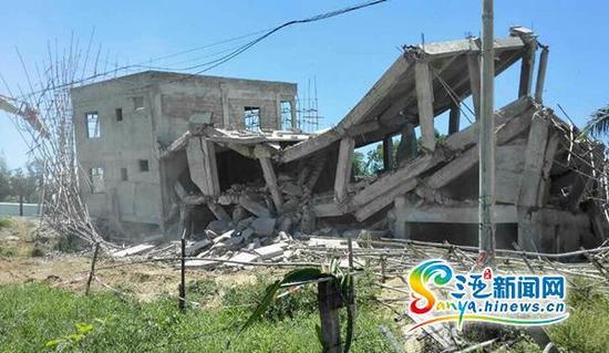 8月6日,三亚崖州区拆除占用农用地违建现场。(三亚新闻网记者沙晓峰摄)