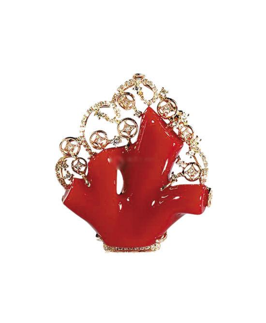 阿卡红珊瑚花形挂坠,2014年拍卖成交价10万元