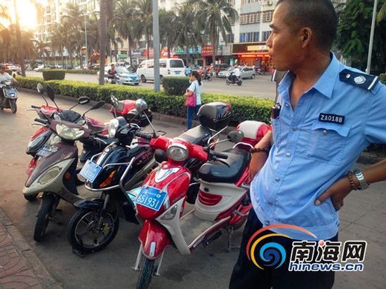 """所谓的""""双创""""指挥部监督人员(南海网记者刘培远摄)"""