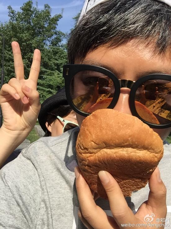 孙俪首次烤面包