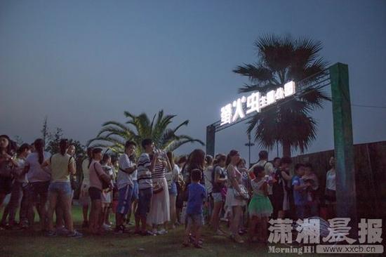 对此,萤火虫主题公园主办方——武汉八四文化传媒有限公司法人代表