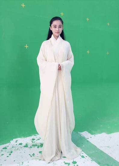 张馨予白衣飘逸
