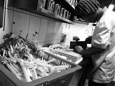 南京送菜工月工资1.2万惊呆买菜白领(图)