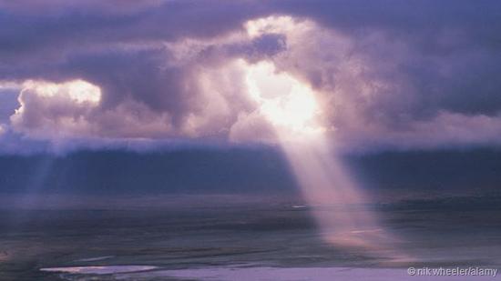 透过云层的光:它究竟是波还是粒子?