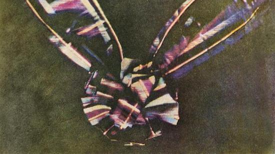 世界上第一张彩色照片,由麦克斯韦拍摄,时间是在1861年