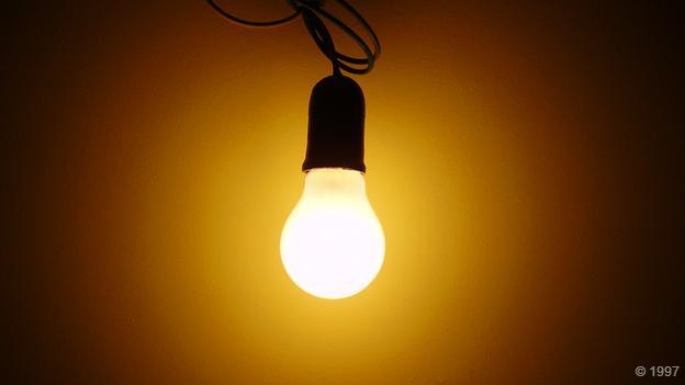 白炽灯泡利用能够产生电磁辐射的材料制成。光是一种电磁辐射