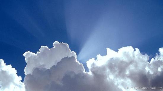 透过云层看到的阳光