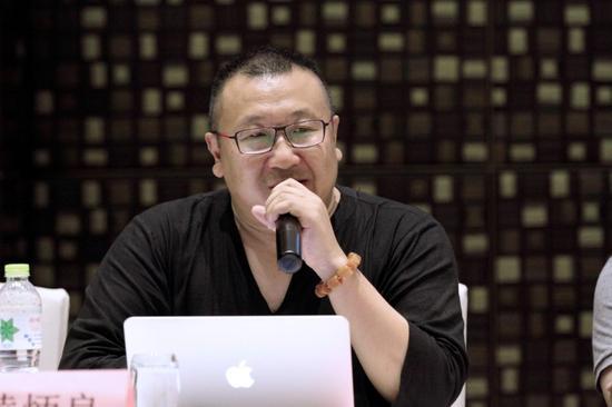 (南京国际美术展组委会秘书长黄炳良先生讲话)