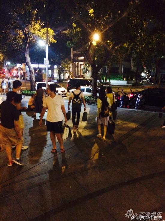 网友偶遇范冰冰、李晨在台北街头