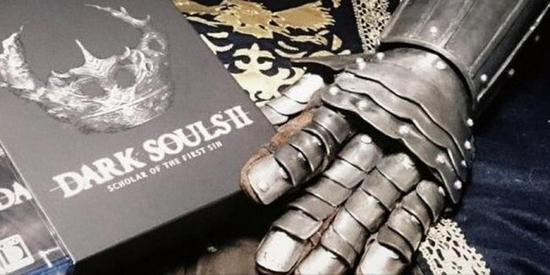 日本玩家自制《黑暗之魂》骑士战甲