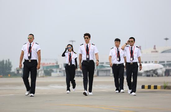 航行家属开端了在湖北宜昌海航航校的进修