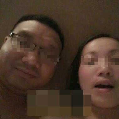 赣州副镇长邓卫与情妇开房拍裸照。