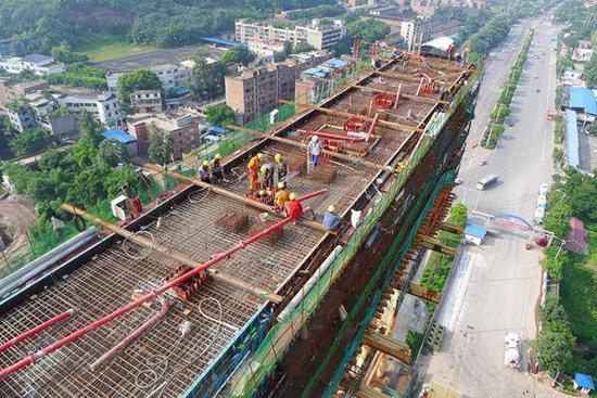 世界最大跨度公铁两用桥首个主墩封顶