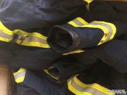 组图:天津爆炸救灾消防车被炸 多名消防员失联