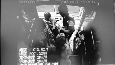 女乘客发现钱包被偷