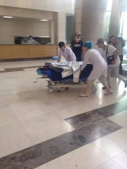 重伤消防员被送往急救,抢救无效身亡